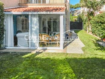 House for sale in Calella Palafrugell, semi-detached, with private garden and garage, 10 min. walk to the beaches, in residential complex with swimming pool