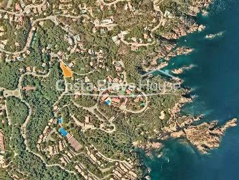 Land of 968 m² for sale in Tamariu, very well located at only 700 m (10 min. on foot) from the beautiful cove of Aigua Gelida, to build a house of 350 m²