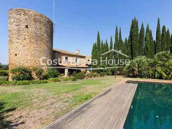 Luxury country house with garden, pool and 2 ha of land for rent in Pals