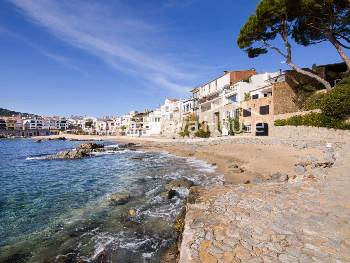 Seafront house in Calella de Palafrugell, with marvellous sea views and direct access to the Canadell beach. One of the most exclusive properties currently for sale in this coveted town on the Costa Brava.