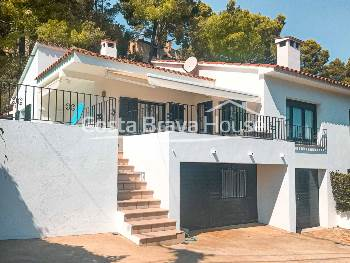 Cozy house with swimming pool and garage for sale in Pals, very close to the Racó beach